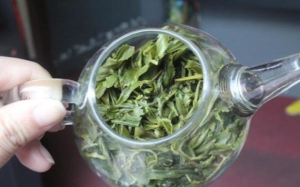 khử mùi tủ lạnh bằng bã trà