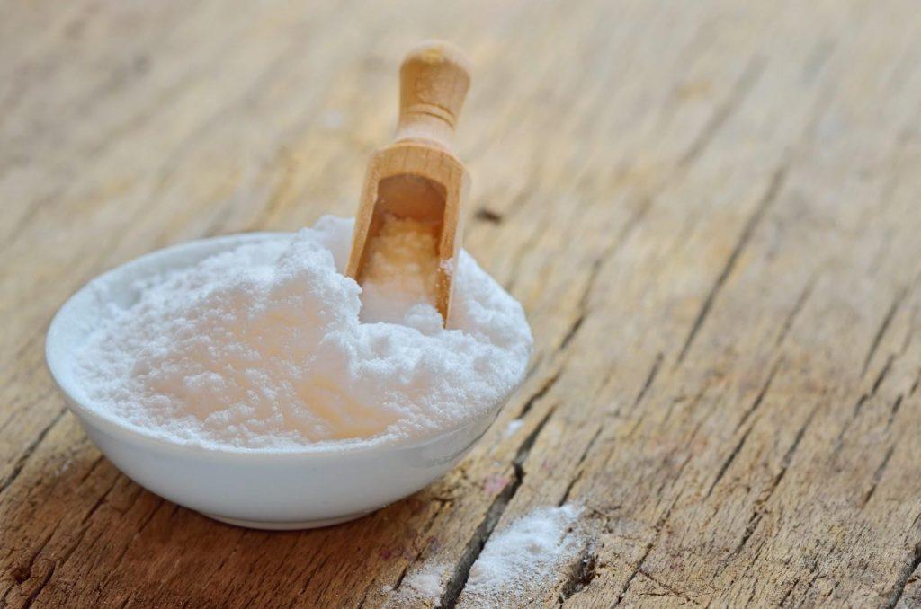 chén bột baking soda