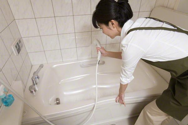 dọn dẹp phòng tắm