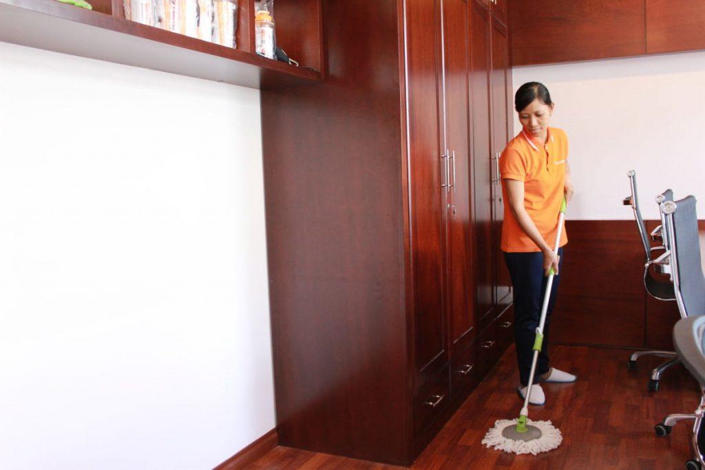 người giúp việc nhà từ 25-45 tuổi