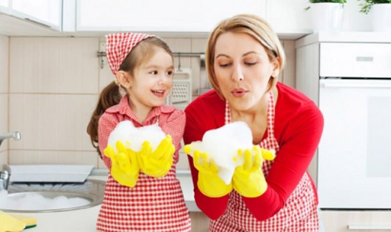 Dạy trẻ tìm niềm vui trong khi làm việc nhà