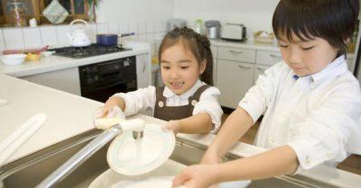 4 cách dạy con làm việc nhà giúp trẻ thành công hơn trong tương lai