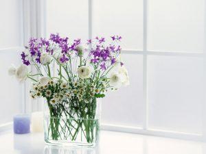 làm lọ hoa từ chai thủy tinh cũ