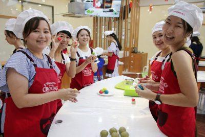 """Phụ nữ làm việc nhà: nghề """"hot"""" ở Nhật Bản"""