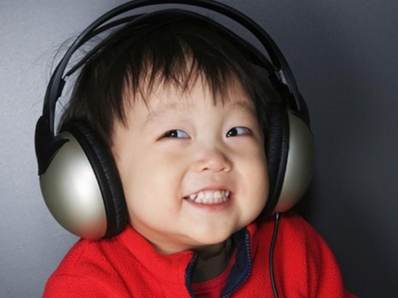 cho trẻ nghe nhạc
