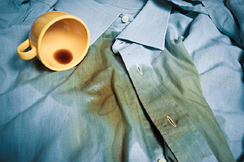 làm sạch vết cà phê trên áo