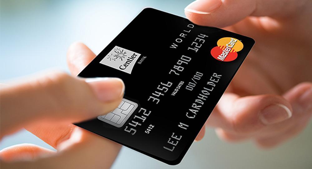 Thẻ ngân hàng là hình thức thanh toán phổ biến