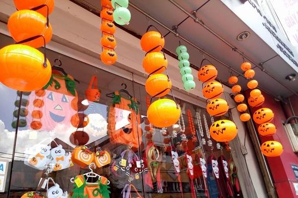 những cửa hàng bán phụ kiện Halloween