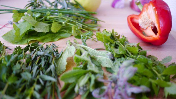 4 bí kíp bảo quản rau thơm tươi lâu trong tủ lạnh