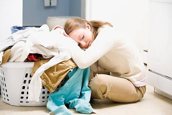 Việc nhà được sẻ chia sẽ giảm bớt áp lực cho phụ nữ