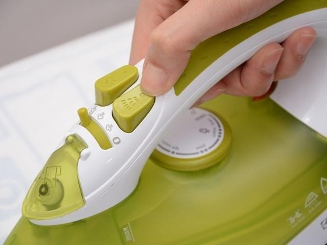 sử dụng bàn ủi hơi nước