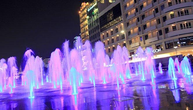 Đài phun nước ở phố đi bộ Nguyễn Huệ