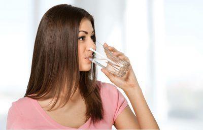 5 sai lầm khi uống nước mà nhiều người thường mắc phải