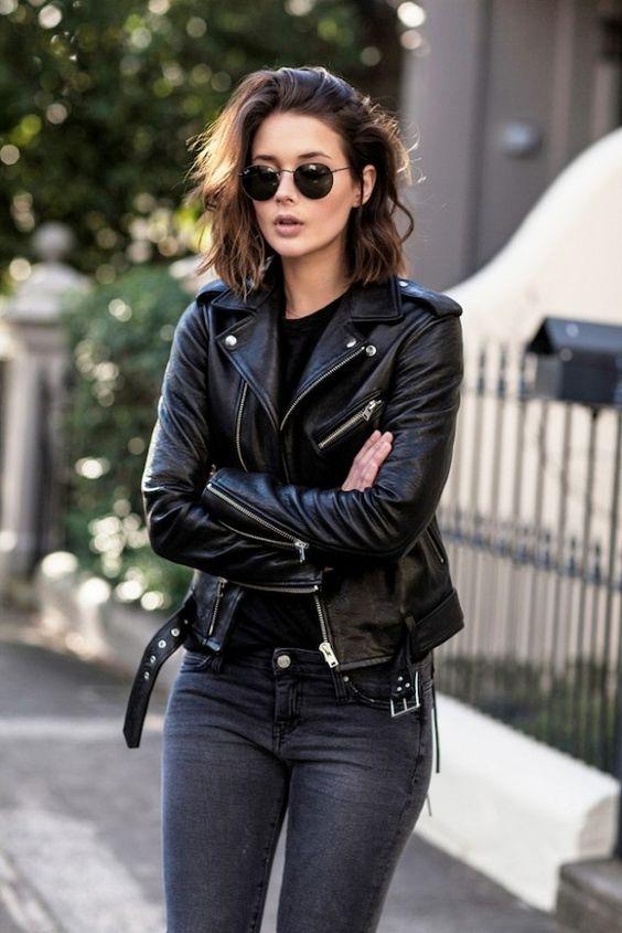 Cô gái khoác trên người 1 outfit khỏe khoắc với áo khoác da