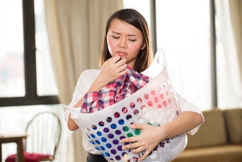 Dùng giấm để loại bỏ mùi hôi bám trên quần áo