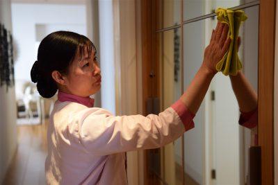 Có nên thuê giúp việc nhà theo giờ không?