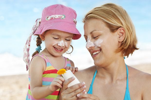 Các loại kem chống nắng không gây nhờn, bí cho da