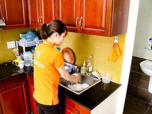 sinh viên giúp việc nhà