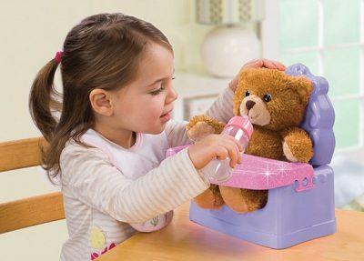Cho con chơi gấu bông nhất định phải biết những mẹo vệ sinh gấu bông này