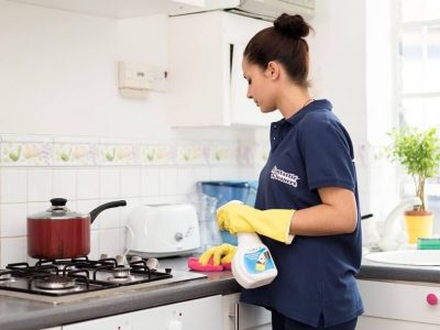 Sinh viên nước ngoài đổ xô đi làm… giúp việc nhà vào mùa hè