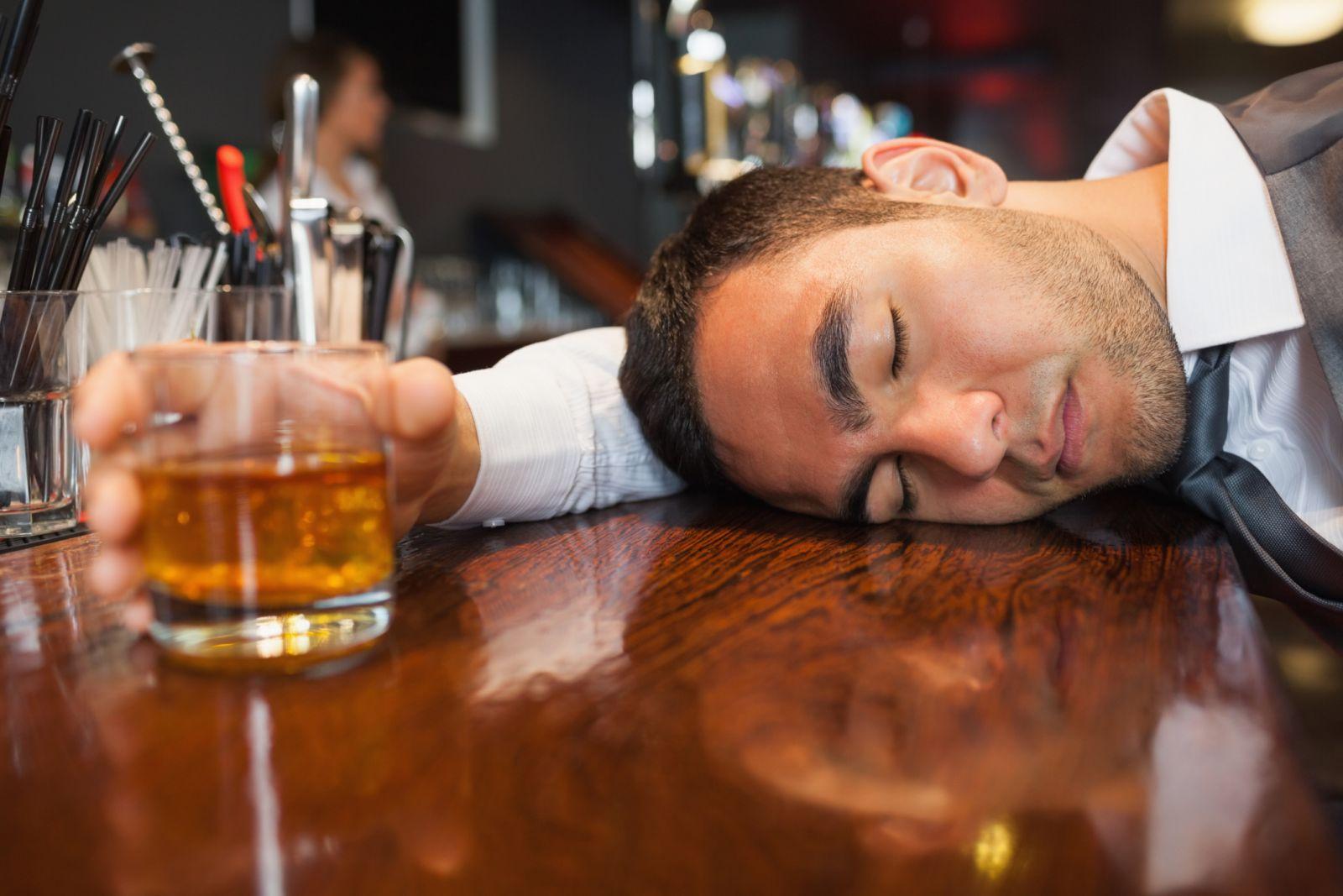 Kết quả hình ảnh cho đàn ông bợm rượu
