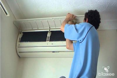 Truy tìm nguyên nhân máy lạnh có mùi và cách khắc phục