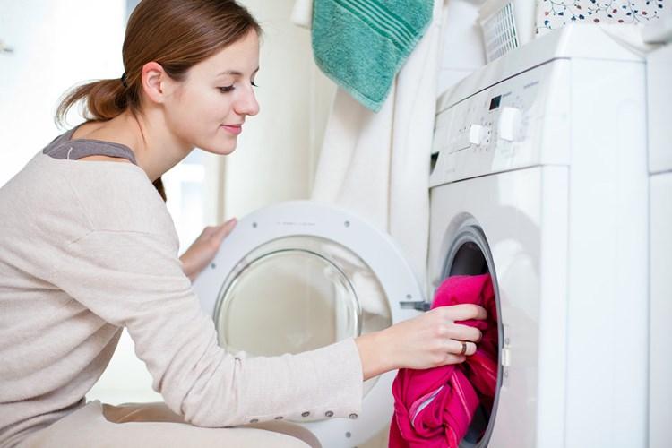 chọn loại xà phòng hay nước xả cũng làm giảm mùi ẩm mốc