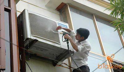 Cách vệ sịnh cục nóng máy lạnh hiệu quả nhất hiện nay