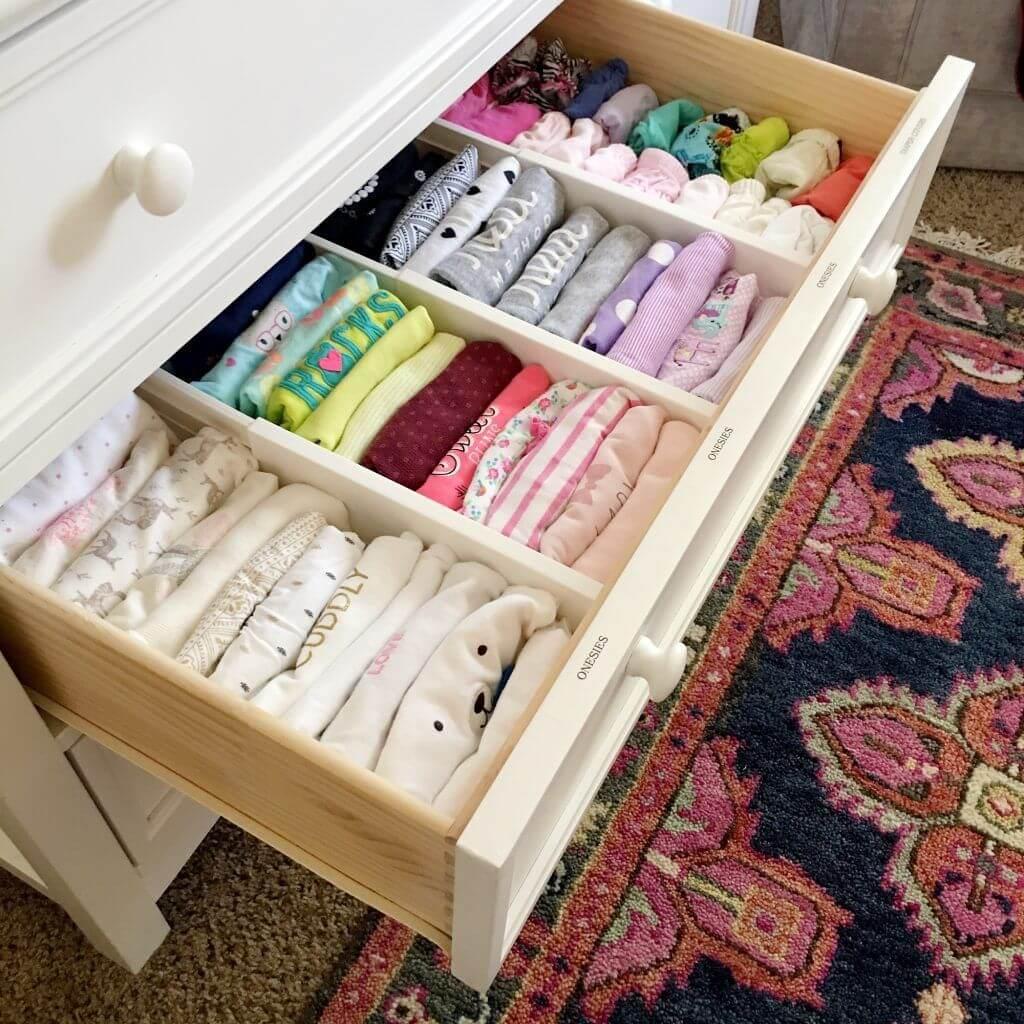 Nên dành chút thời gian ra để gấp quần áo lại rồi cất vào tủ
