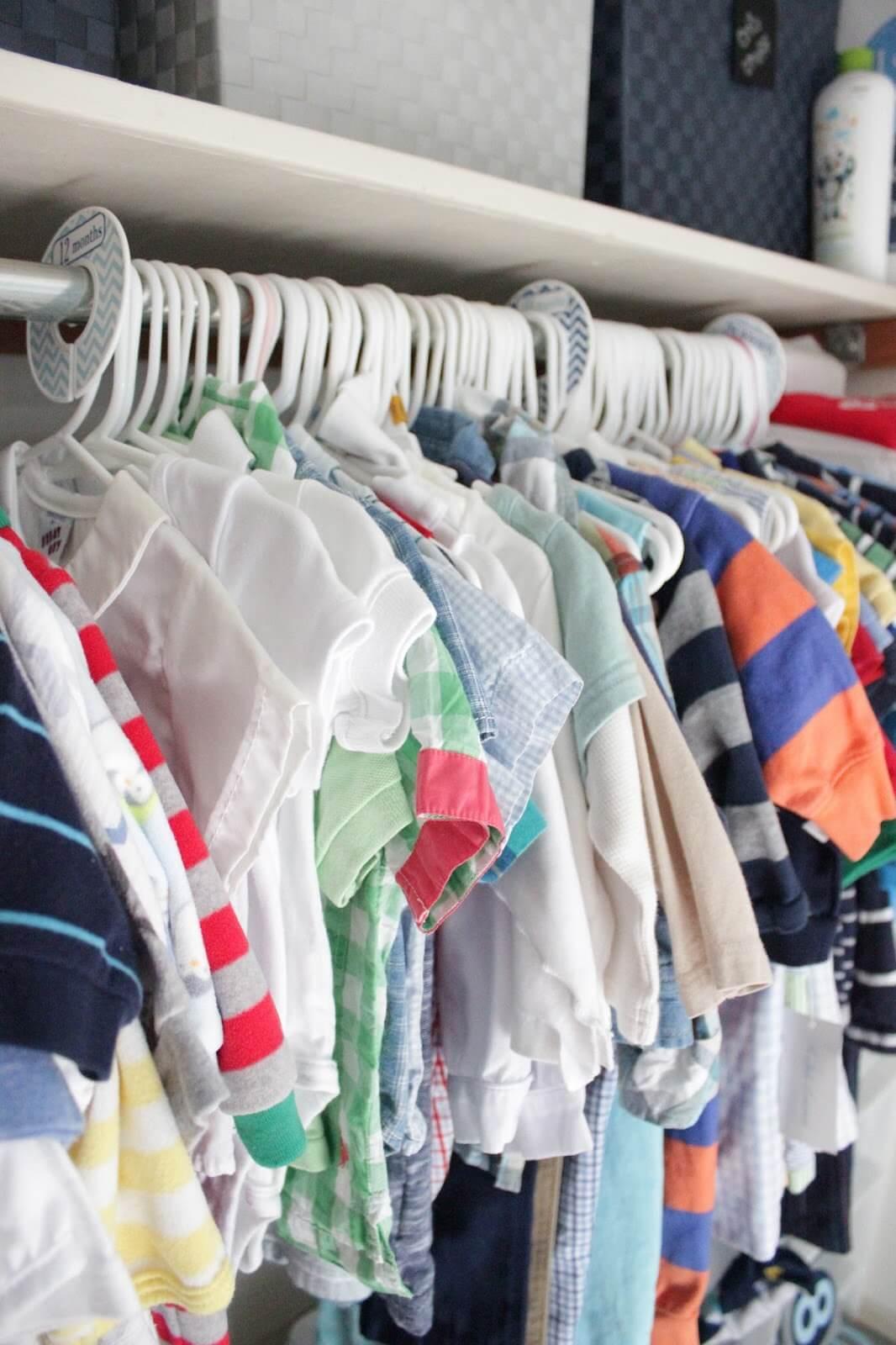 Nên hạn chế việc treo quần áo