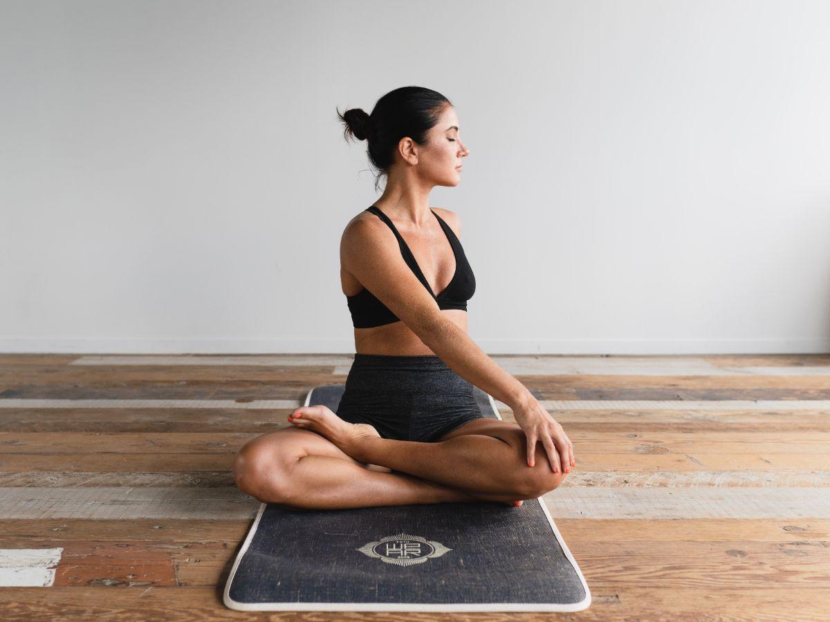 tap-yoga-tai-nha