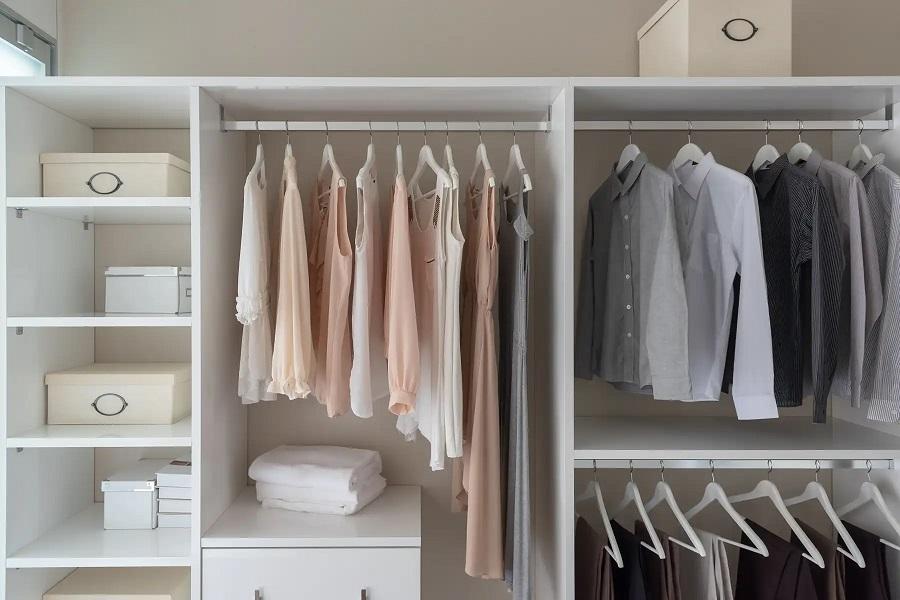 tủ quần áo được xếp gọn gàng