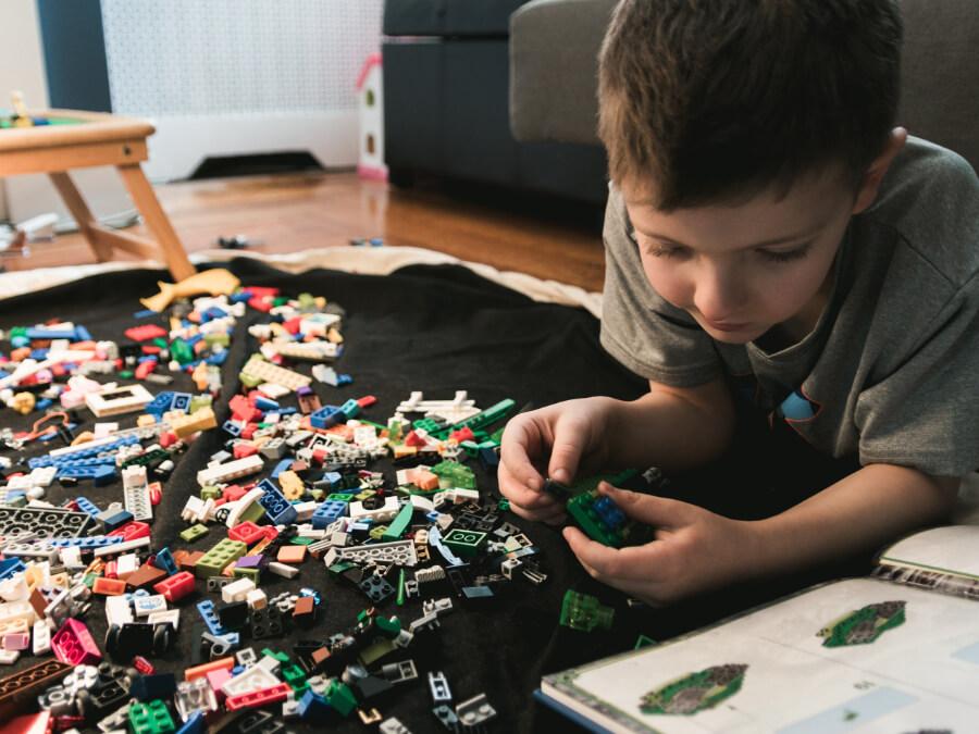 chơi xếp hình lego cùng bé
