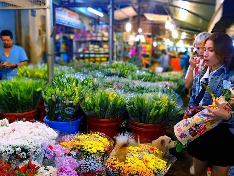 Chợ hoa Tết Đầm Sen