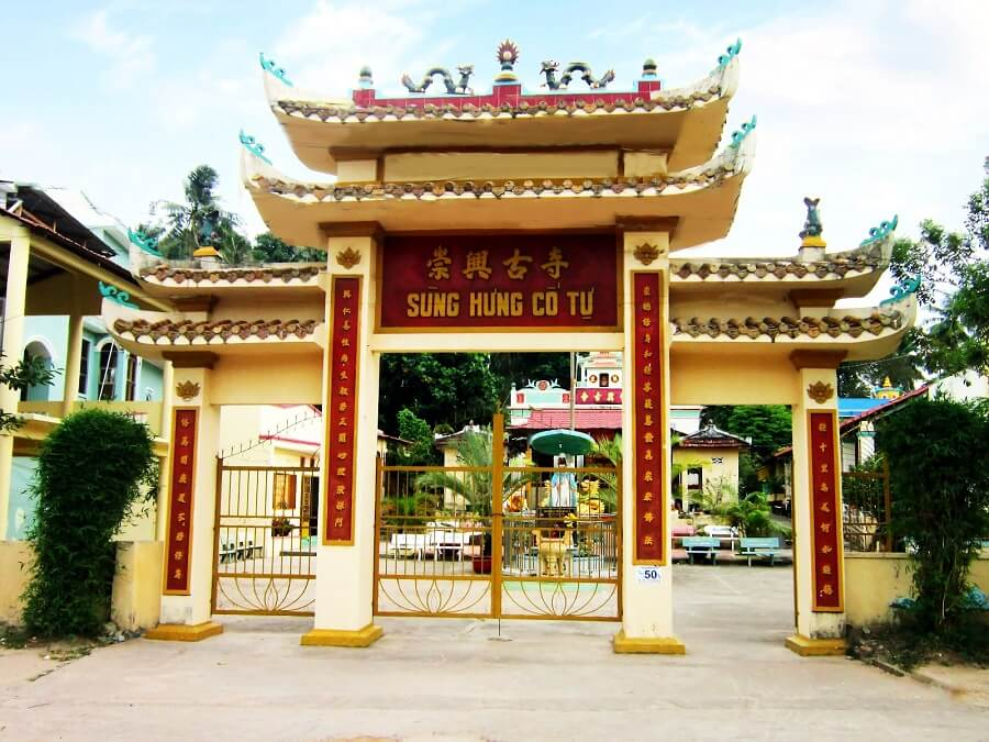 cửa tam quan ở chùa