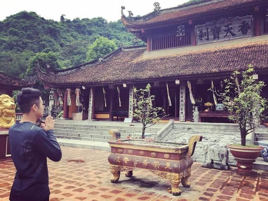 người Việt Nam đi chùa