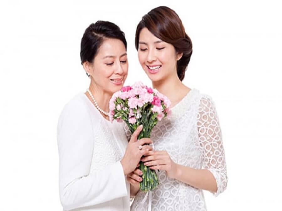 chọn hoa làm quà Tết cho mẹ