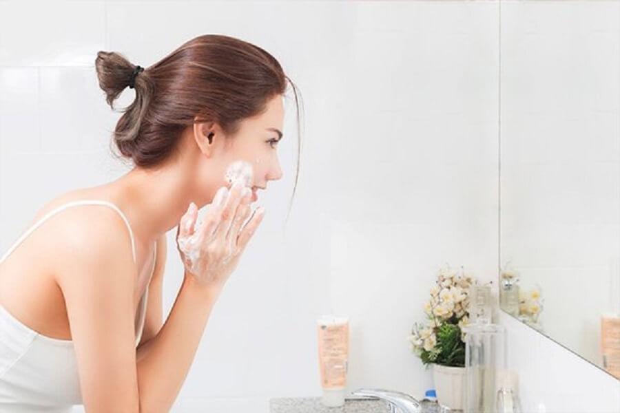 rửa mặt ngừa mụn