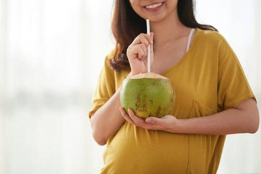 phụ nữ mang thai uống nước dừa