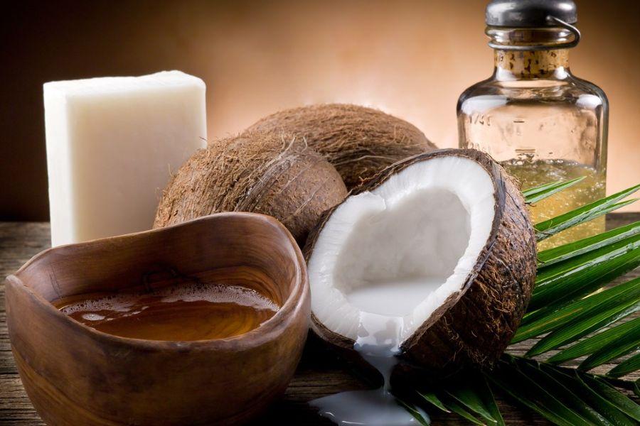 dầu dừa và các quả dừa khô