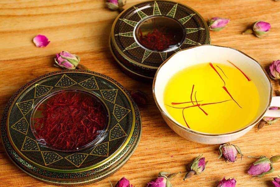 saffron ngâm nước ấm