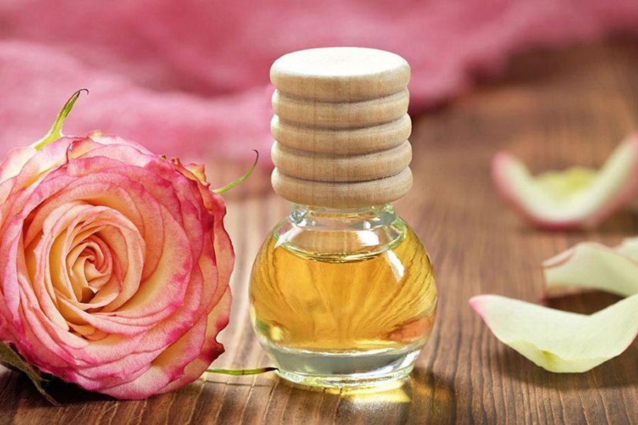 Tinh dầu có thể kết hợp với dầu dừa trị thâm mắt
