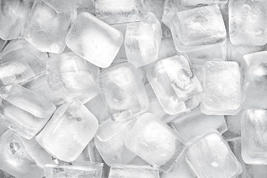 Đá lạnh giảm cơn đau gót chân