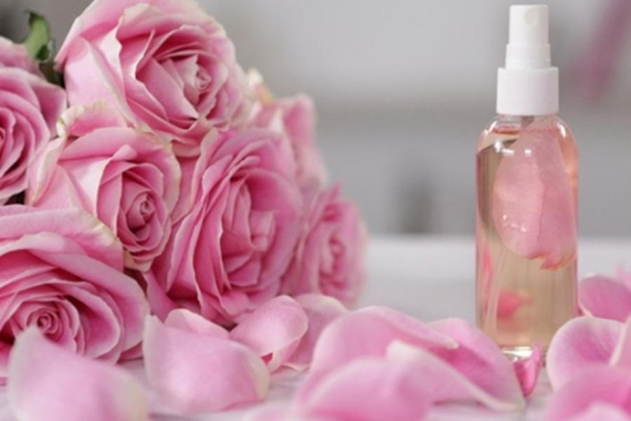 xịt khoáng từ hoa hồng